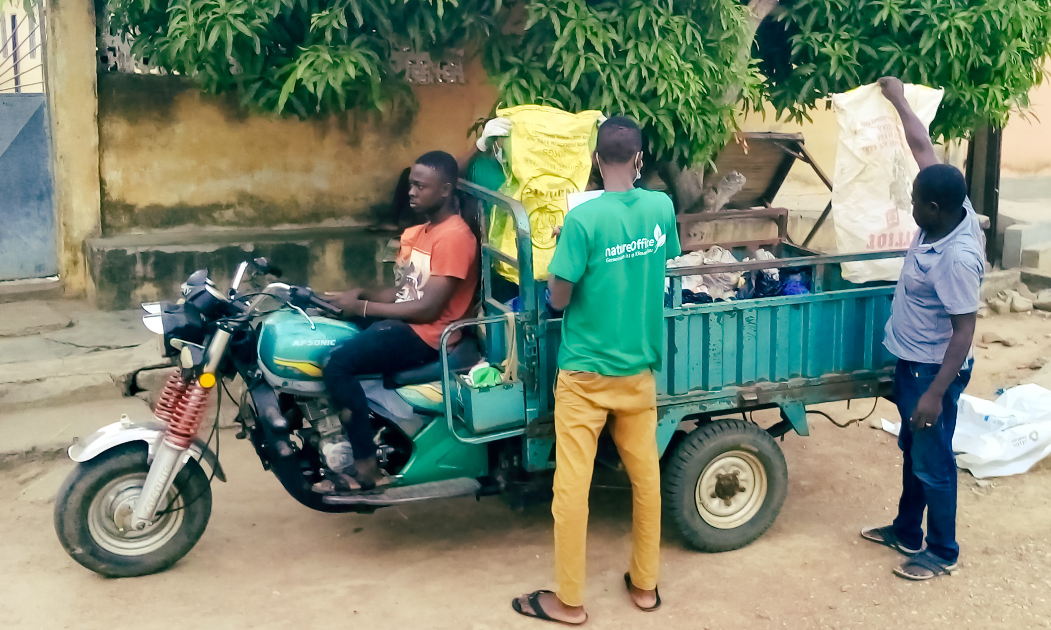 MÜLL-RECYCLING-PROJEKT IN TOGO